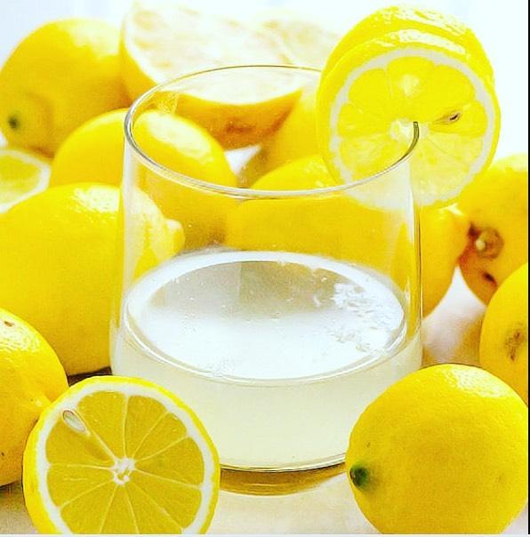 detox mit zitronenwasser